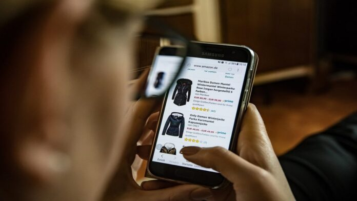 keys to managing a physical and online clothing store